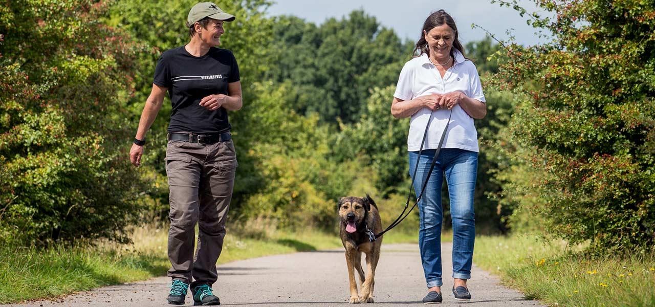Silvia Steding mit Frau und Hund